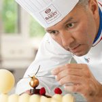 Philippe Bertrand, l'un des premiers chocolatiers Meilleur Ouvrier de France, dirige la Chocolate Academy, qui s'adresse aux professionnels. Cacao Barry
