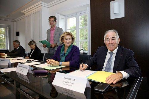 Joséphine Kollmannsberger, vice-Présidente du Conseil départemental des Yvelines et Yves Révillon, vice-Président du Conseil département des Hauts-de-Seine lors de la signature du GIP, au domaine de Madame Elisabeth à Versailles.
