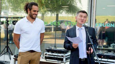 Olivier Crus (à dte), PDG et le parrain de l'agence yvelinoise, le rugbyman Jonathan Langel
