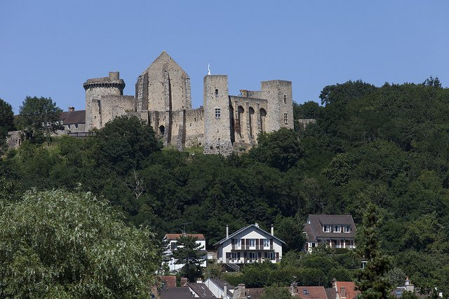 château de la Madeleine, forteresse médiévale vue du circuit VTT