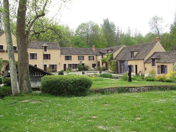 Moulin de Villeneuve à Saint-Arnoult-en-Yvelines, demeure d'Elsa Triolet et Louis Aragon © Wikimédia
