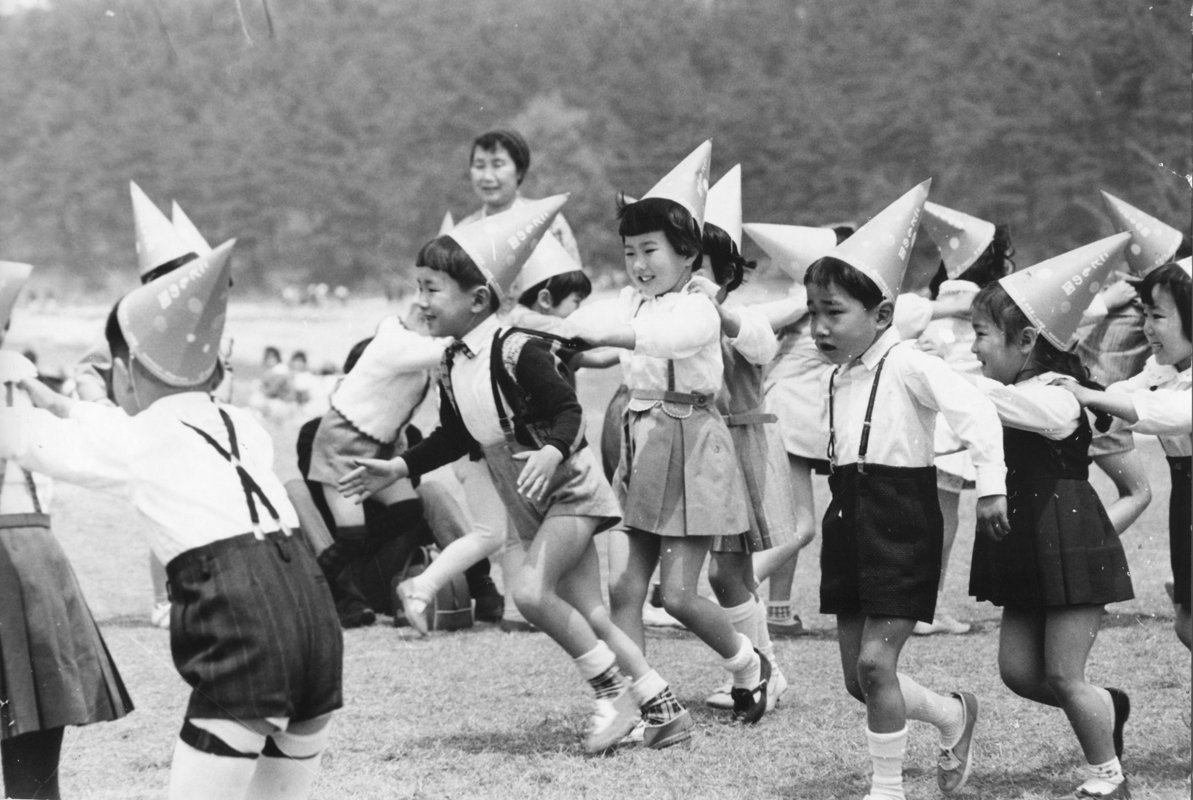 Children dancing with dwarf's hats after the opening ceremony of kodomonokuni on May 5,1965 (BD)