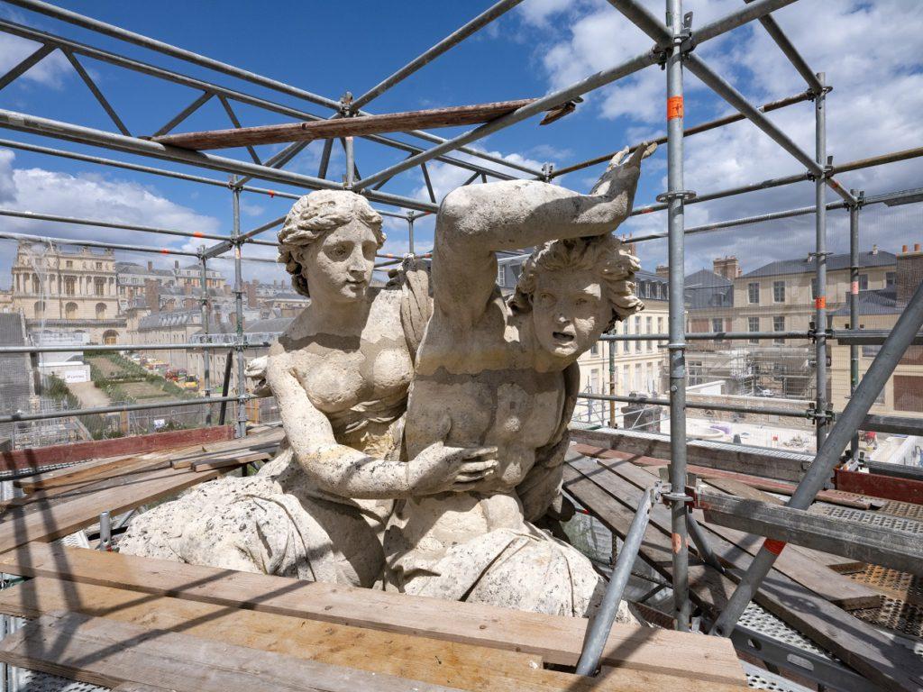 Quatre magnifiques groupes sculptés, d'environ 30 tonnes chacun, vont être délocalisés au Val Fourré. Le chantier de restauration durera près de deux ans. Photo : Château de Versailles