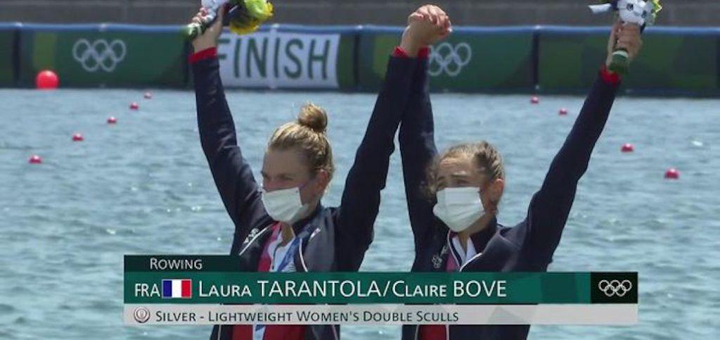 Claire Bové heureuse avec sa médaille. © Capture d'écran France Télévision