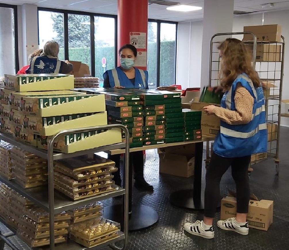 Le Secours populaire des Yvelines distribue des colis alimentaires aux étudiants en situation de précarité. (Photo Secours populaire des Yvelines)